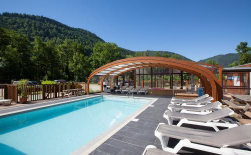 Location de chalets en alsace auberge chalets de la wormsa for Piscine spa alsace